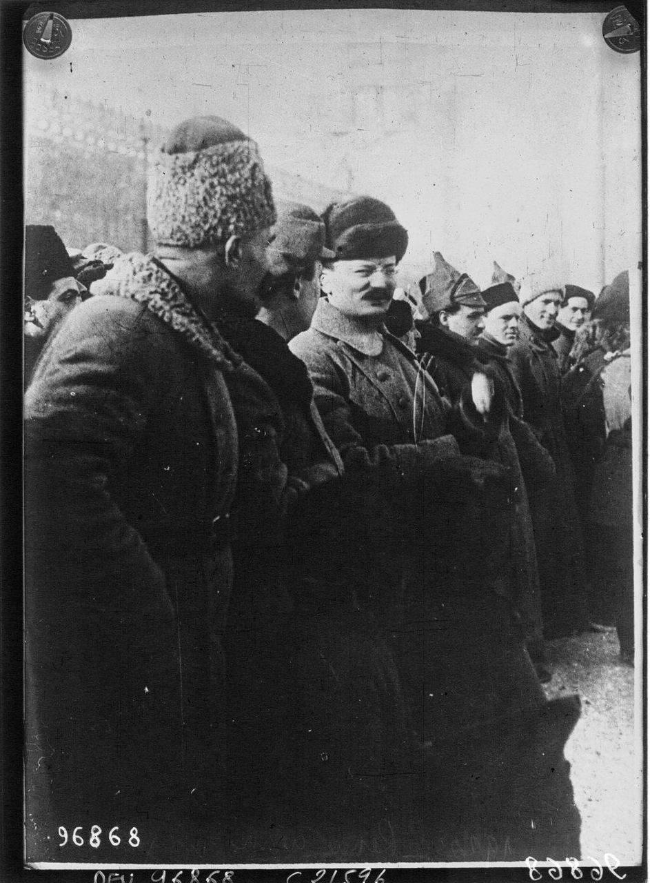 131922.Троцкий во время парада на Красной площади