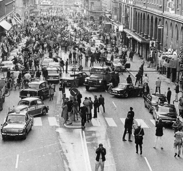 День, когда Швеция перешла с левостороннего движения на правостороннее. 3 сентября 1967 года, Стокгольм.