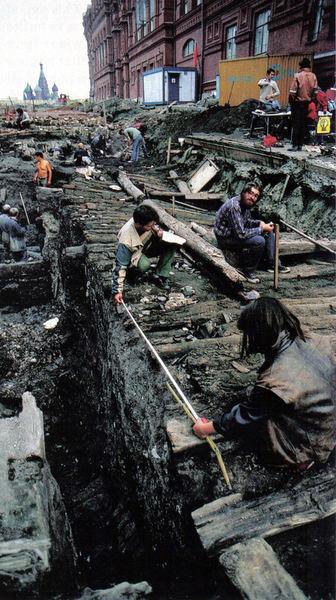 0_b18a4_96540d71_XLАрхеологические раскопки во время восстановления Иверских ворот