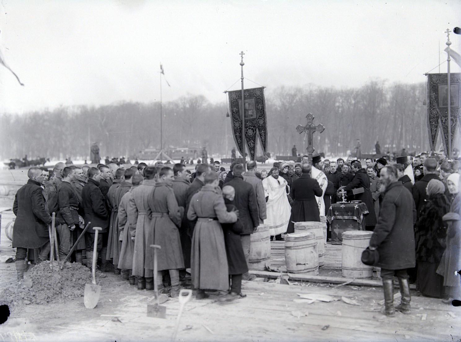 18Траурная панихида по погибшим во время похорон жертв Февральской революции