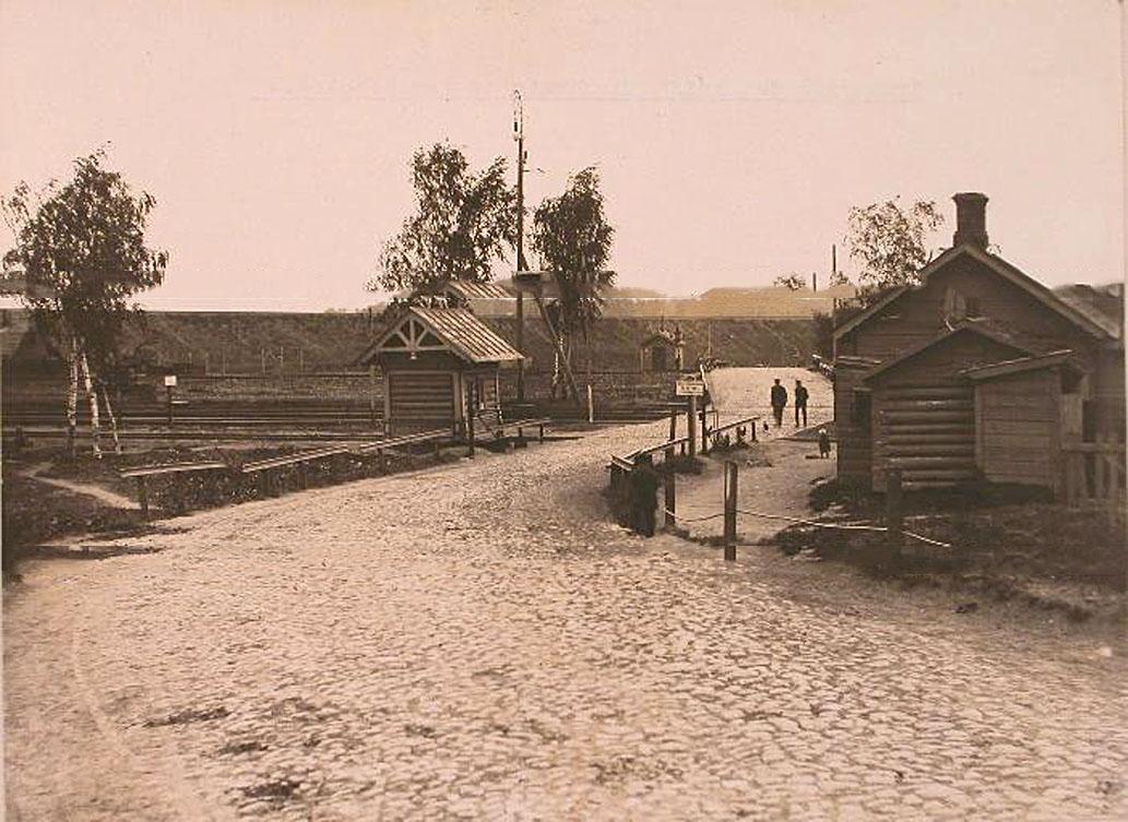 17Вид на переезд через Николаевскую железную дорогу
