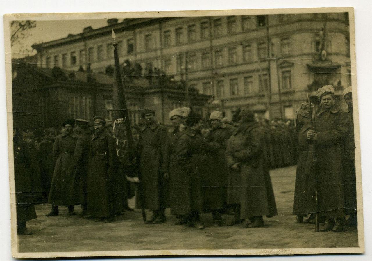 Знаменная группа одного из полков 1-й Забайкальской стрелковой дивизии