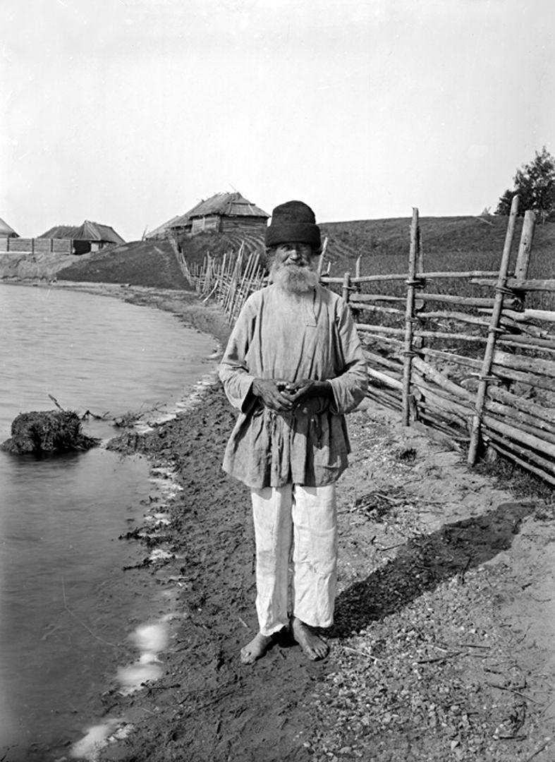49Общий вид д. Свируши и реки Волги. 1903 г. Тверская губерния.