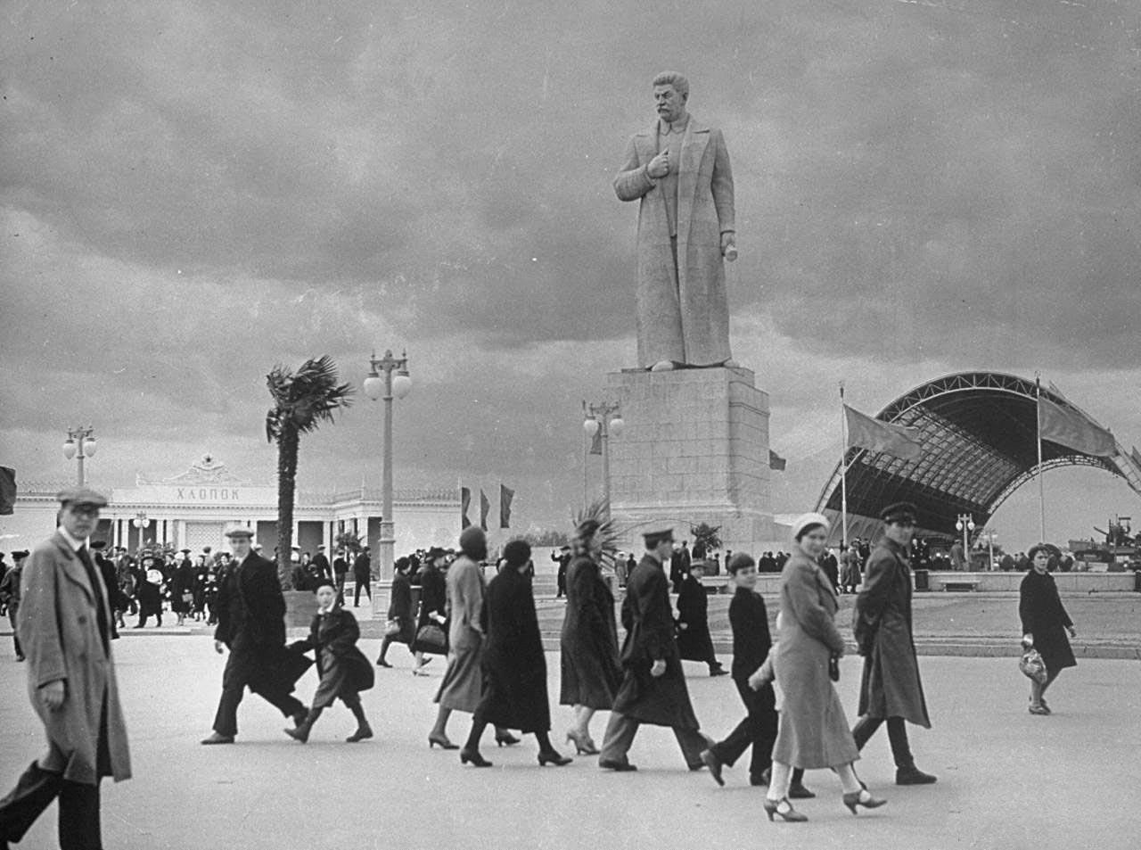 11ВДТХ. Памятник Сталину.