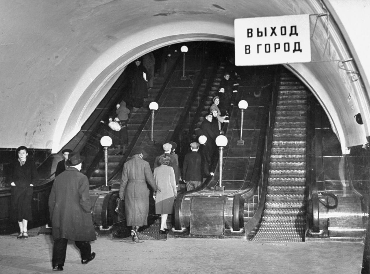 36 В метро.