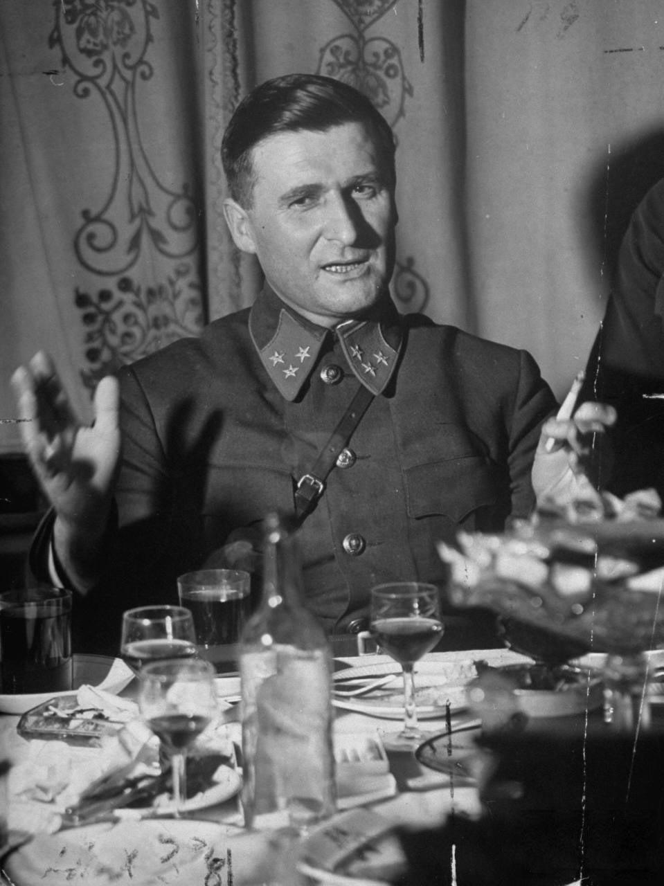 57Начальник штаба Западного фронта генерал-лейтенант Василий Соколовский.