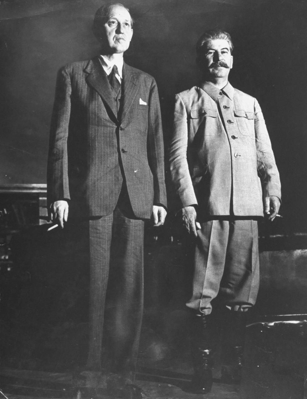 87Гарри Хопкинс и Иосиф Сталин.