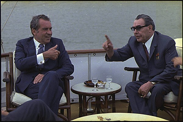 Richard_M._Nixon_and_Leonid_Brezhnev-1973
