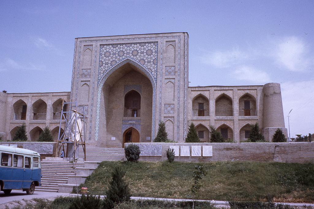 5825835813_93a8b7bd04_bTashkent