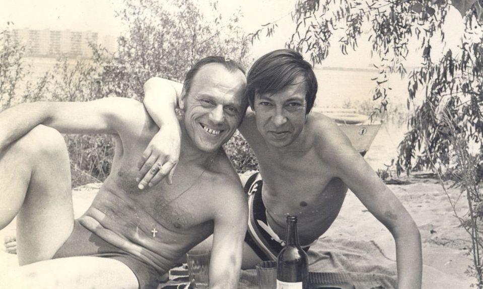 photo_1631bАркадий Северный на острове реки Днепр с Николаем Криворогом, 1977