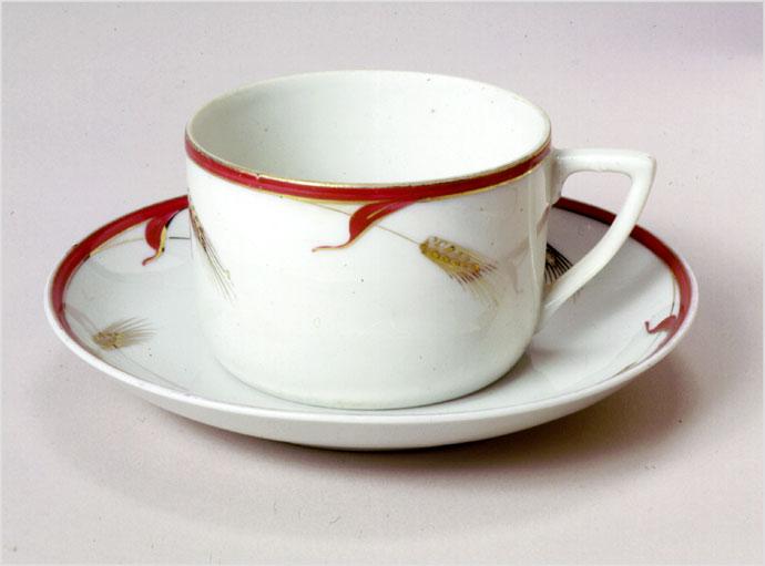 101Чайная чашка с блюдцем из сервиза с дачи И.В. Сталина в Волынском.