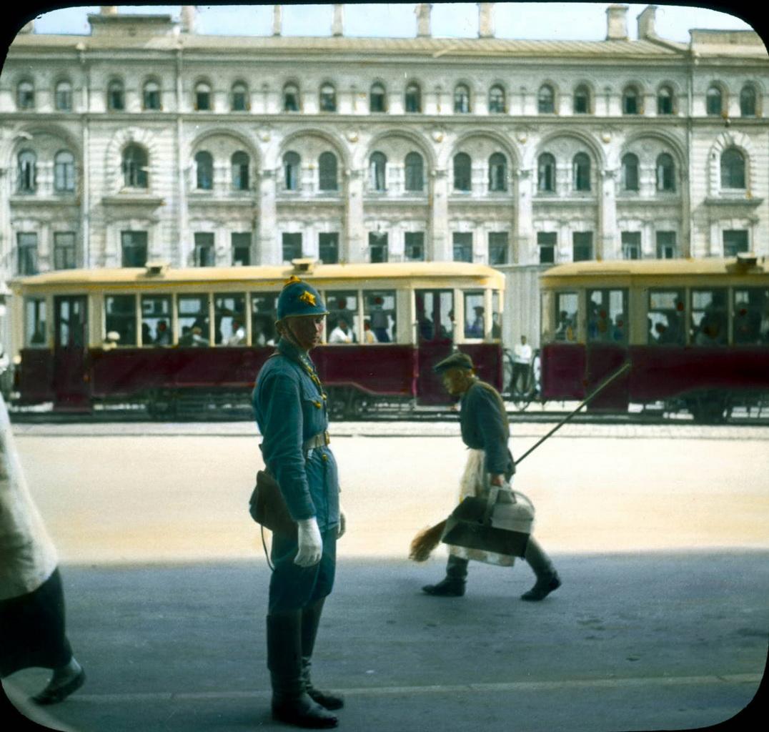 1Москва. Моисеевская площадь, московский милиционер