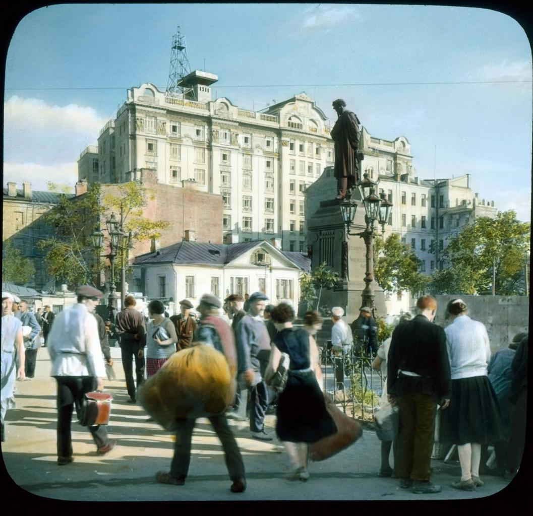 3Пушкинская площадь