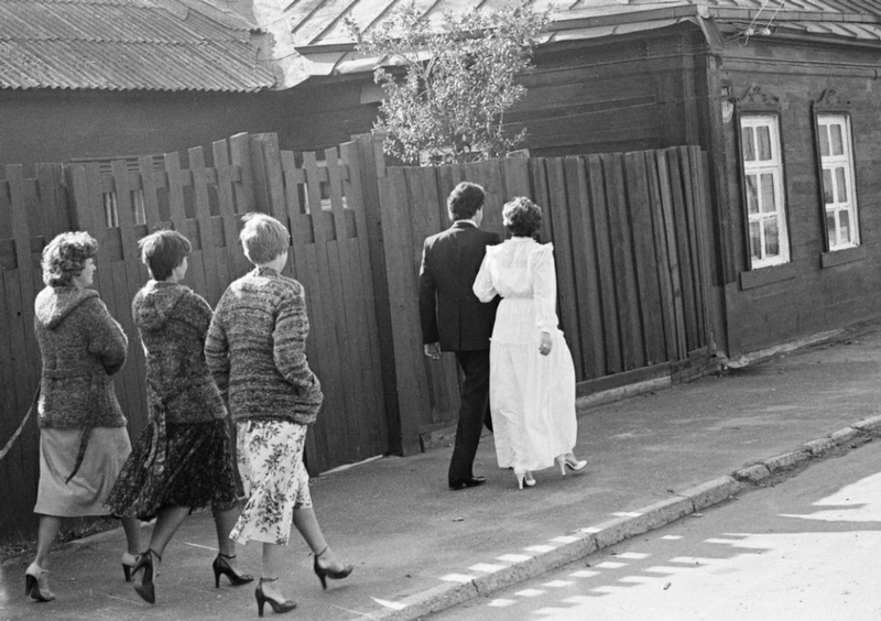 photosbyigorpalminphotos-51Kolomna, the Moscow Region. A weddings procession, 1981