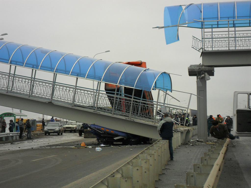 М4 ДОН 905 км ДТП пешеходный мост Глубокий Ростовская область 28.12.2013