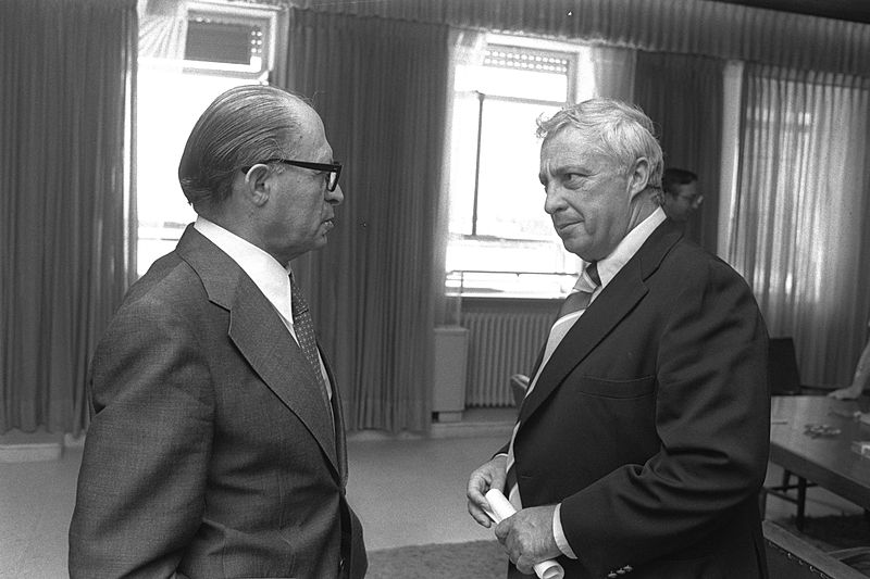 800px-Flickr_-_Government_Press_Office_(GPO)_-_Menahem_Begin_with_Ariel_Sharon
