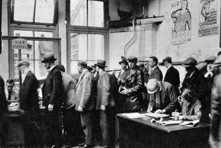 Безработные в очереди за пособием, Амстердам 1933.