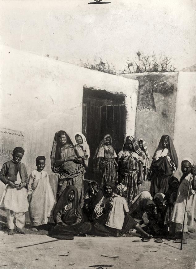 Двор гарема, Триполи, Ливия, 1911.