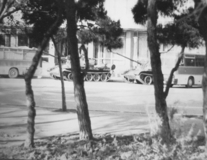 Tanks_Hotel_Azerbaidshan_Baku_1990