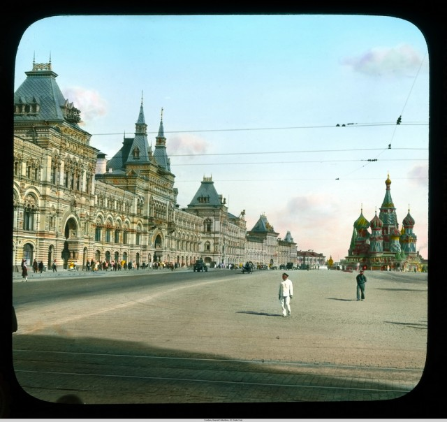 Moscow.-GUM-Department-Store-with-St.-Basils-Cathedral-in-the-distance-1931.3833-640x604