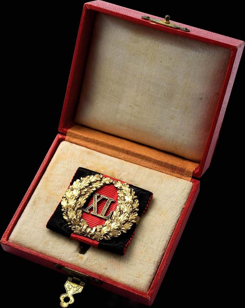 0_99b80_94e20ec3_XXLЗнак отличия за 40 лет беспорочной службы. На владимирской ленте (для гражданского чиновника)