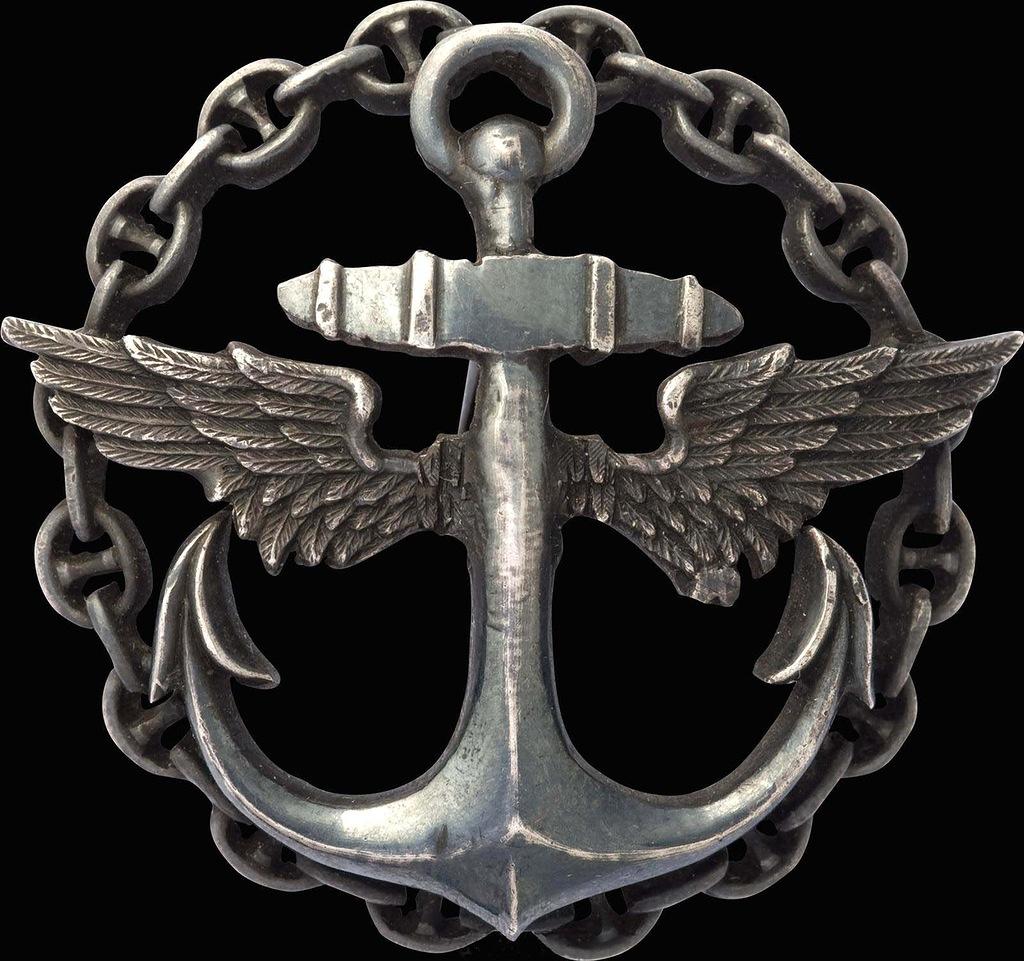 0_97d92_698b1cc1_XXLЗнак об окончании офицерского класса Морской авиации.