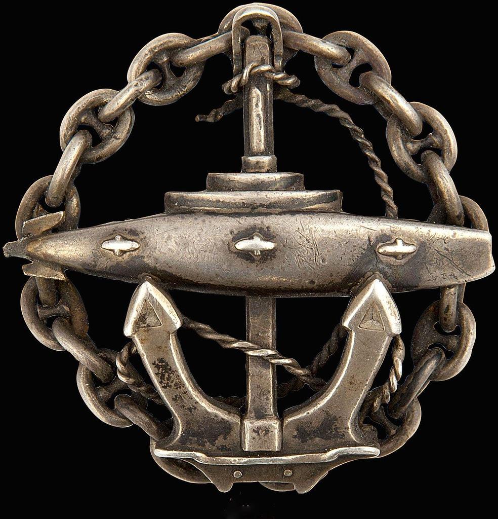 0_97d93_8e748bcb_XXLЗнак об окончании Офицерского класса подводного плавания.