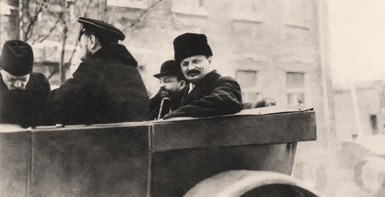 7Троцкий Л.Д., Иоффе А. и контр-адмирал Альтфатер В. едут на заседание. Брест-Литовск. - копия