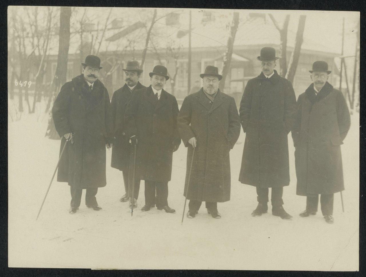 11Представители Центральных держав, в середине Ибрагим Хакки-паша и граф Оттокар Чернин фон унд цу Худениц на пути к переговорам