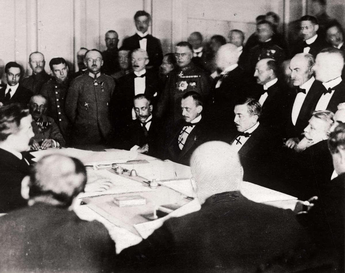 18Подписание мирного договора между УНР и Центральными державами 27 января (9 февраля) 1918 года