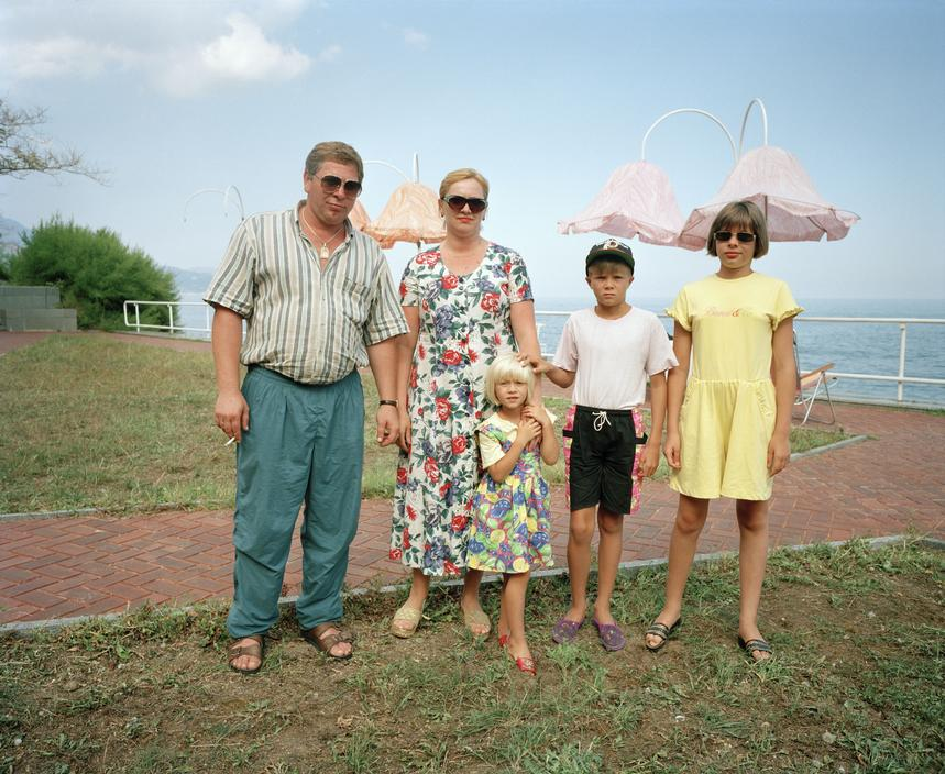 Мафиози со своей семьей.