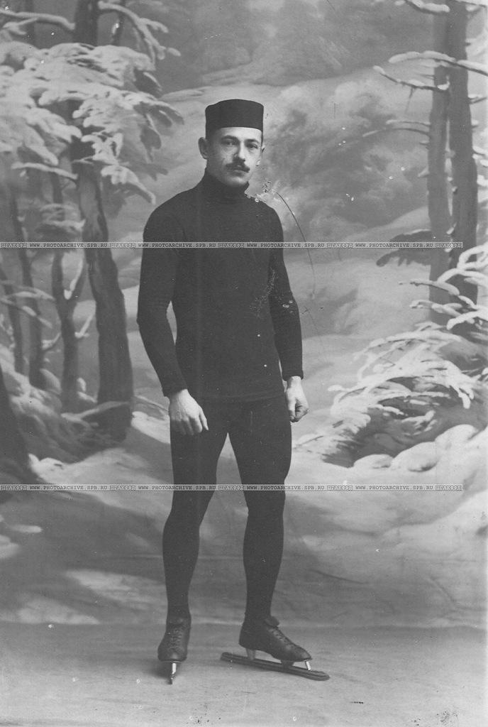 0_a6b9a_79f3306a_XXLН.В.Струнников, чемпион мира по бегу на коньках, на беговых коньках