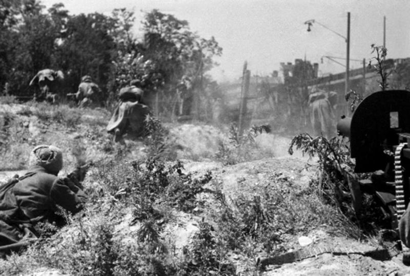 Атака советской пехоты во время освобождения Одессы.
