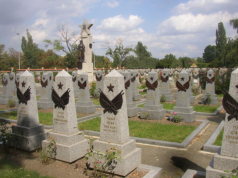 800px-Red_Army_section_Olsany_Cemetery_Prague_CZ_056