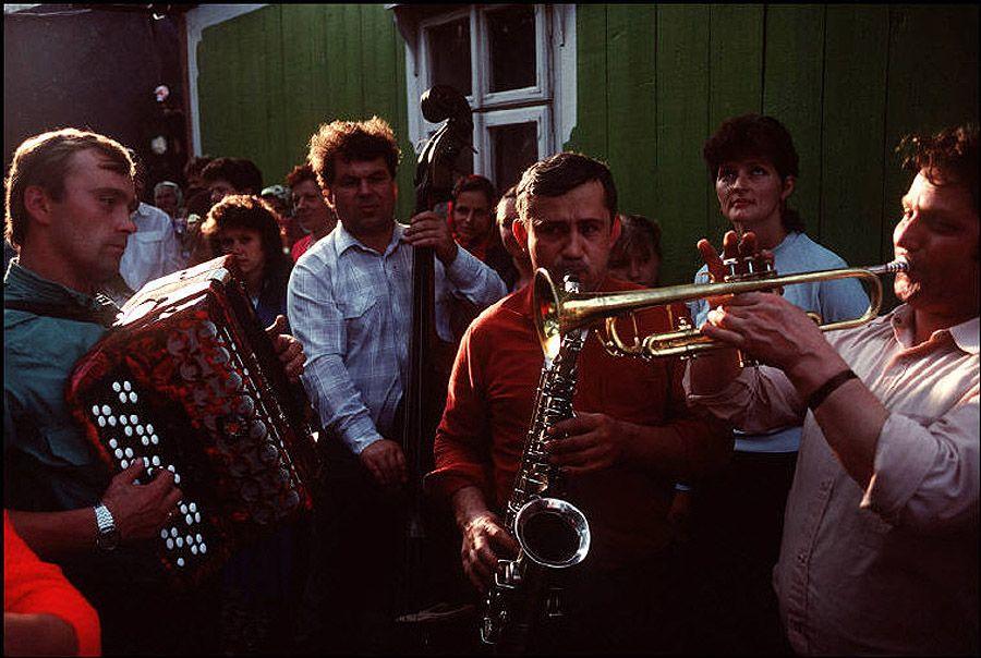 UAof80s17Деревня Черешенка. Оркестр на сельской свадьбе. 1988 год.