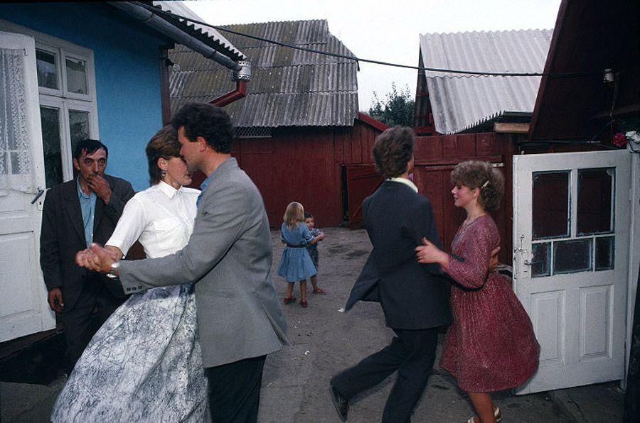 UAof80s22Деревня Черешенка. Сельская свадьба. 1988 год