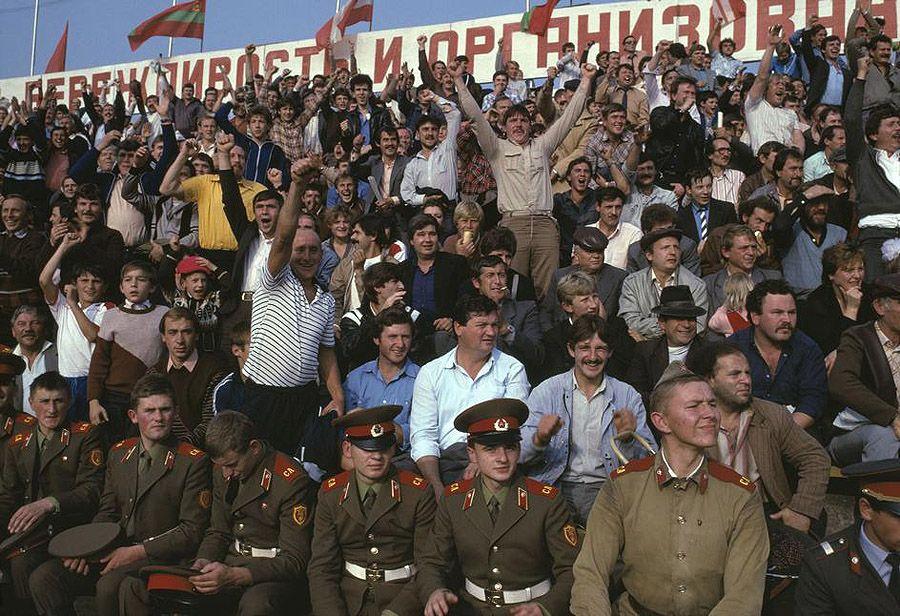 UAof80s28Черновцы. Футбольный матч. 1988 год.