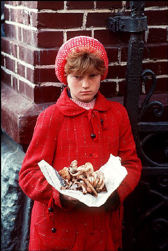 UAof80s02Львов. Девочка на рынке. 1988 год