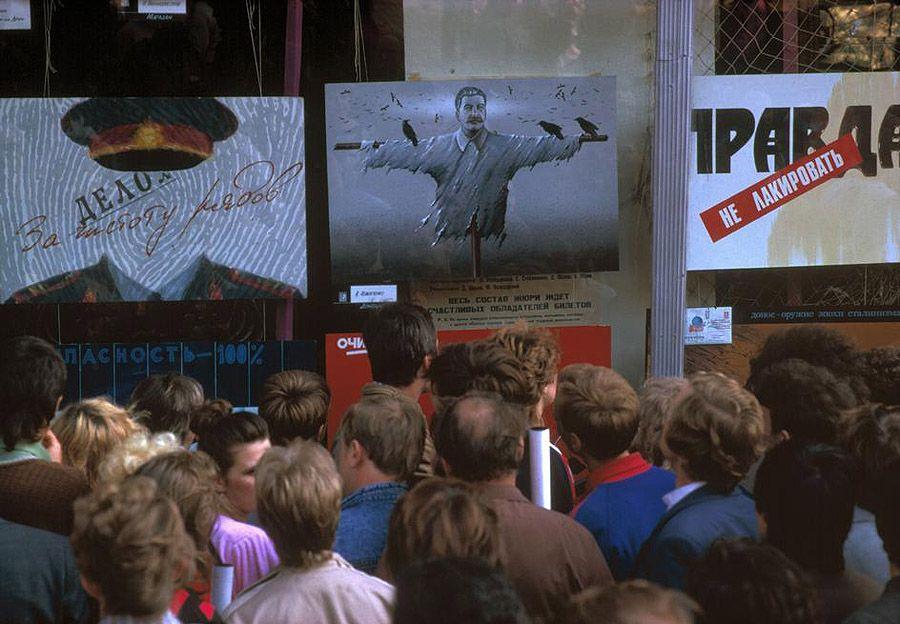 UAof80s25Одесса. Плакаты за «Гласность» и выставка преступлений Сталина. 1988 год.