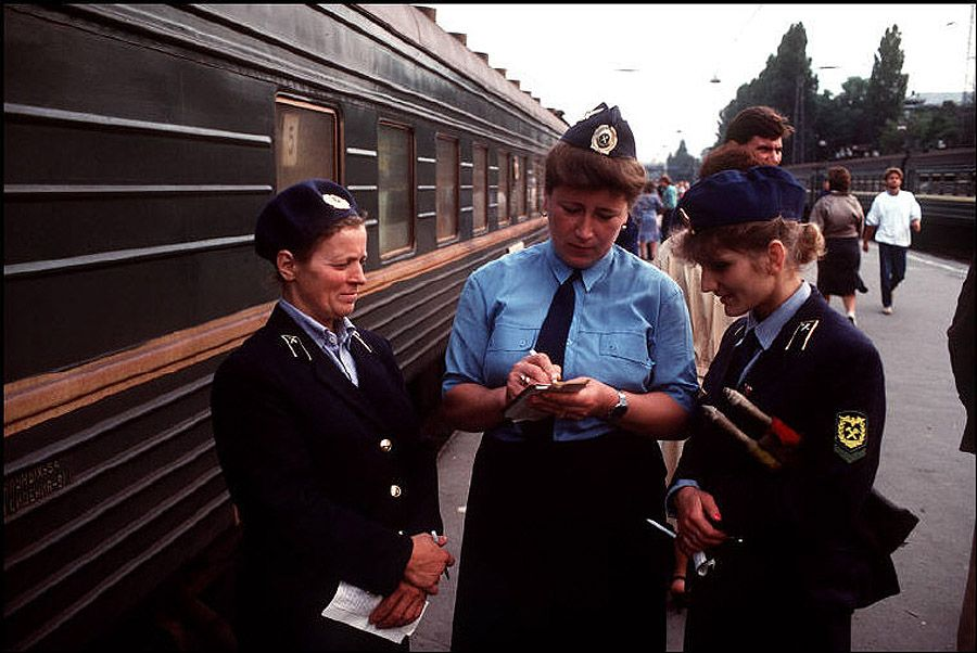 UAof80s40Одесса. Проводницы на вокзале. 1988 год.