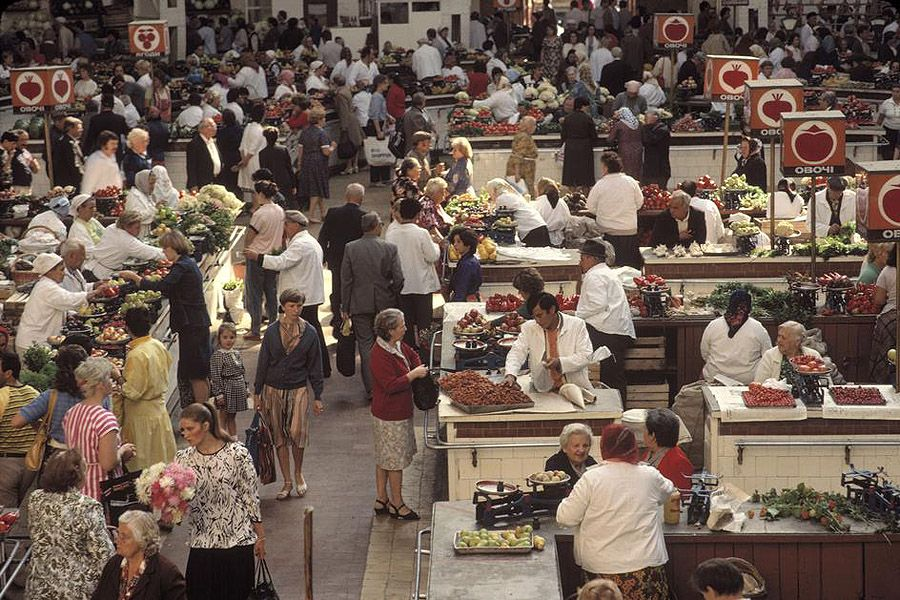 UAof80s42Киев. Бессарабский рынок на улице Крещатик. 1988 год.