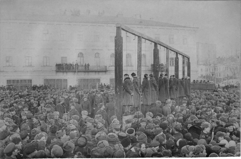 Kiew1946Публичная казнь немецких военных преступников в Киеве.