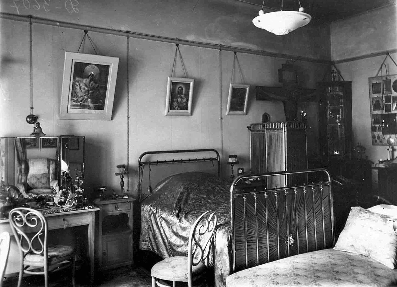0_aaee6_94143c81_XXXLСпальня в квартире князя М.М.Андроникова.