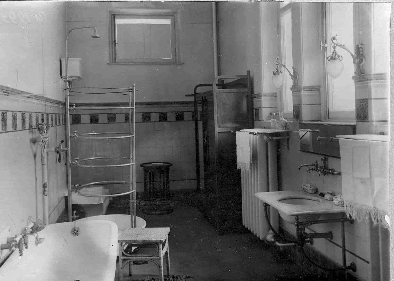 0_ab00a_3b22aac_XXXLВанная комната в квартире Соловьевой.