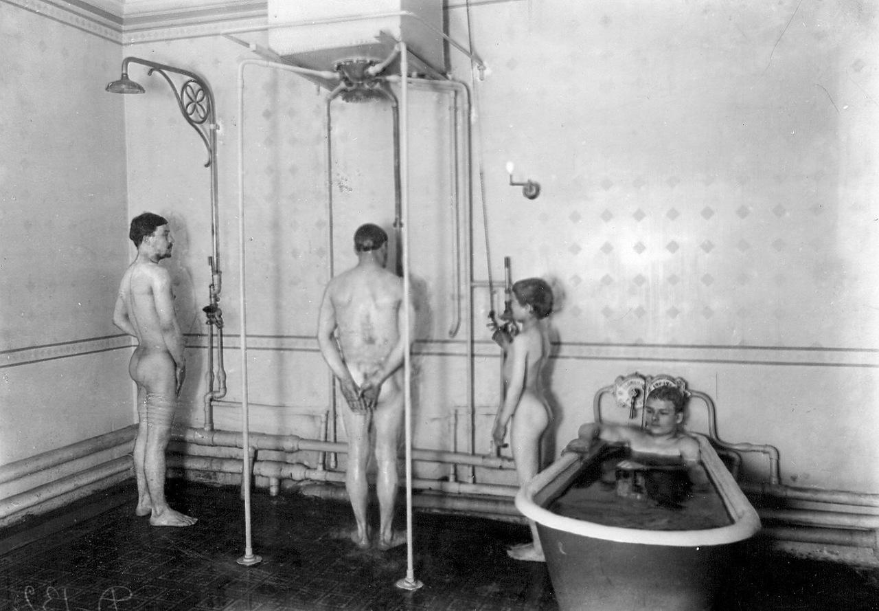 Идите в баню! - история в фотографиях: http://foto-history.livejournal.com/5571343.html