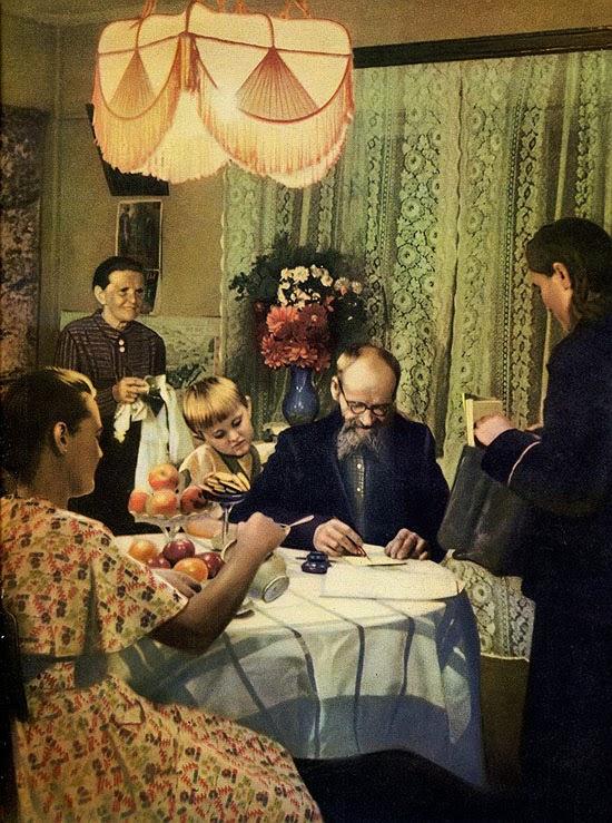 07«Семья Казанцевых получает пенсию», 1951 год.