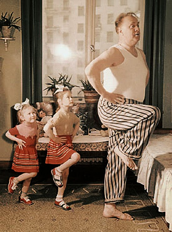 04«Папа больше жару» (на фото знаменитый актер Михаил Жаров с дочерьми).