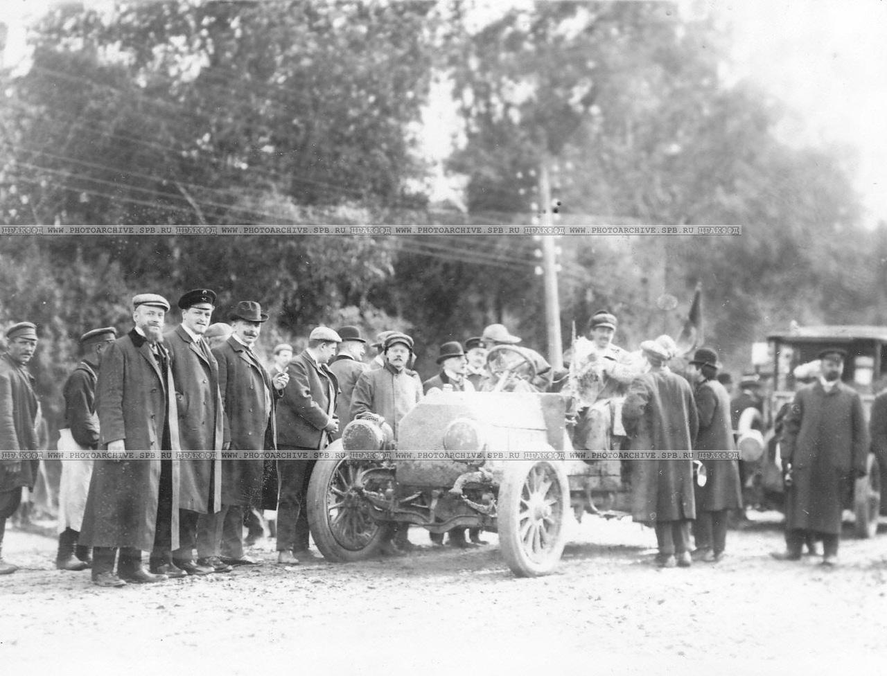 0_a678d_cc9b6828_XXXLВстреча первой машины марки Дитрих Антуана Дюре (Франция), участницы автопробега на Петергофском шоссе