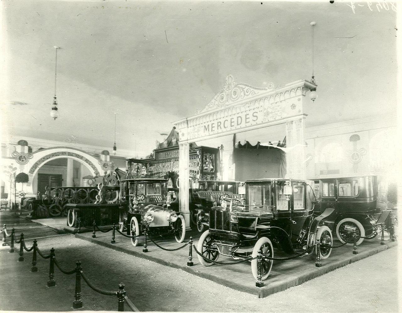 0_a93f2_b9ccea0e_XXXLАвтомобили фирмы Мерседес -экспонаты Первой международной автомобильной выставки в Михайловском манеже.