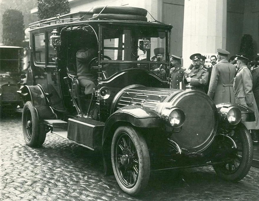 Четвертая Международная автомобильная выставка в Михайловском манеже. 1913г